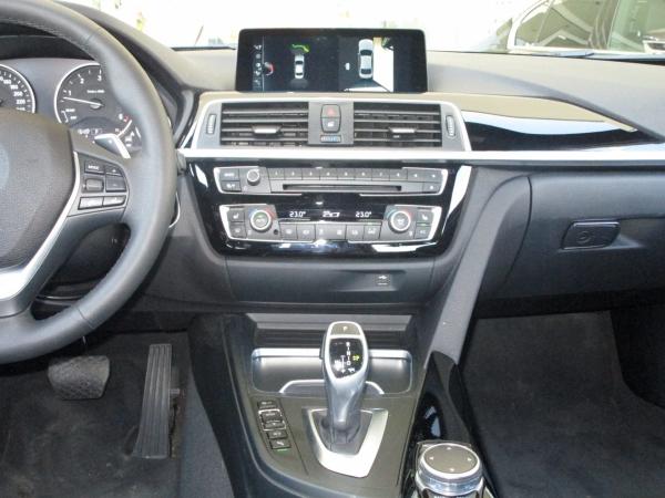 BMW 330d xDrive  02